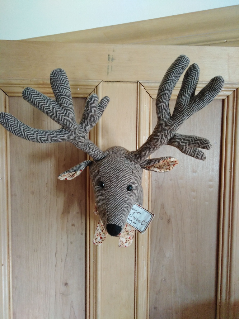 Deer hanging decoration