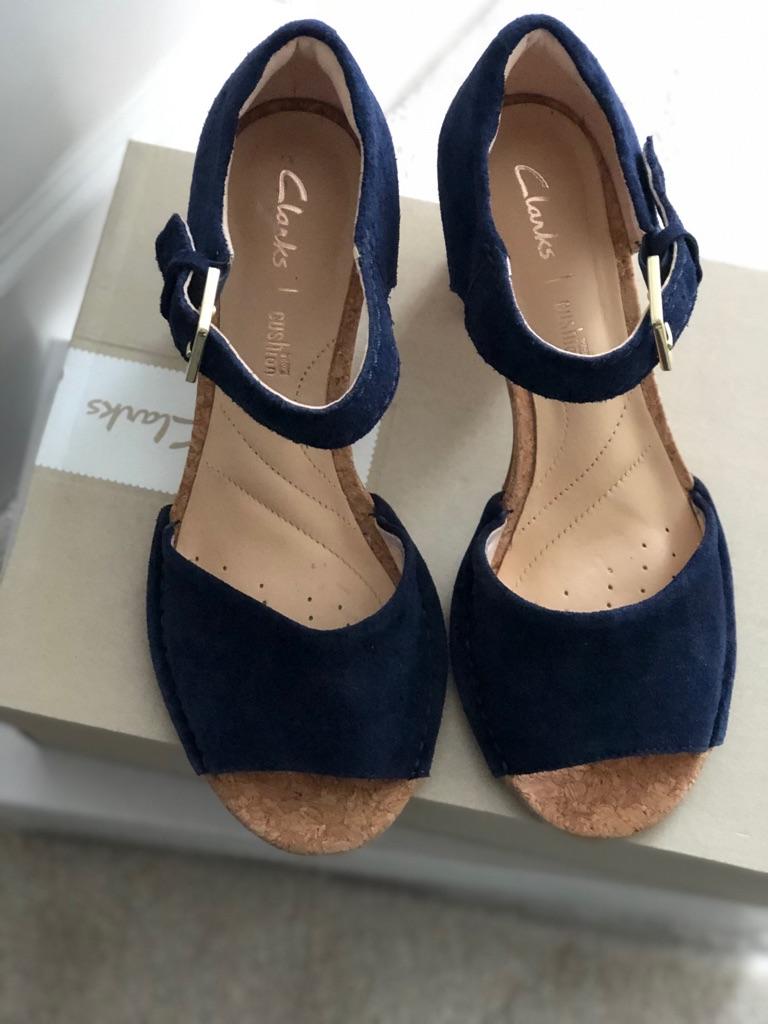 Clarks sandals size 3
