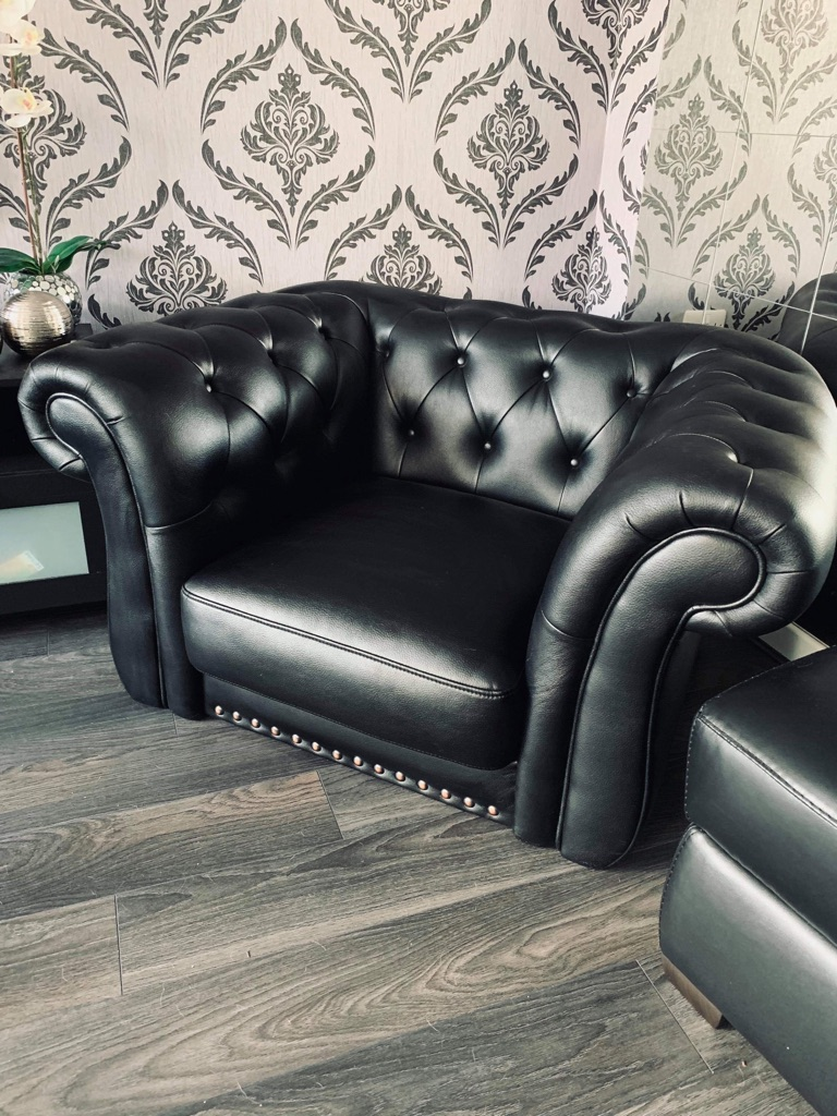 Leather armchair-Excellent condition