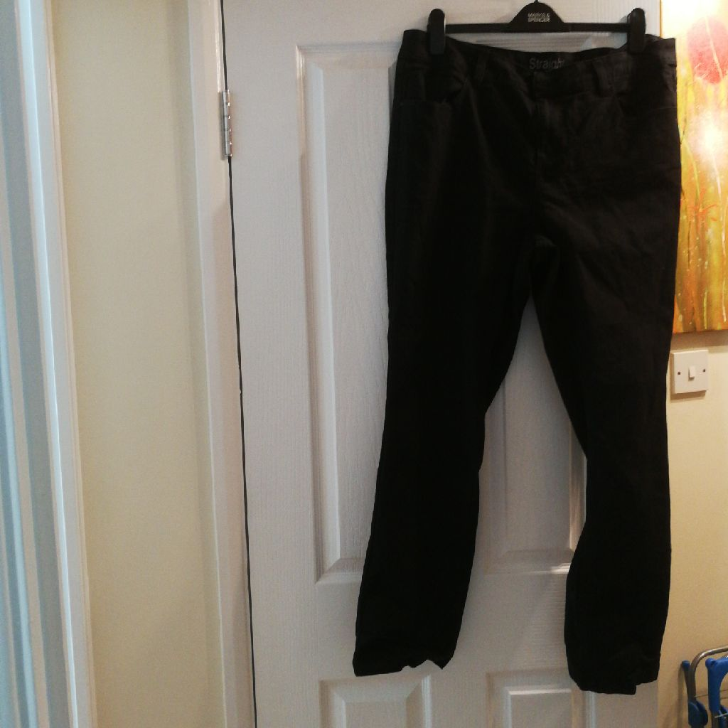 Straight black stretchy jeans never worn