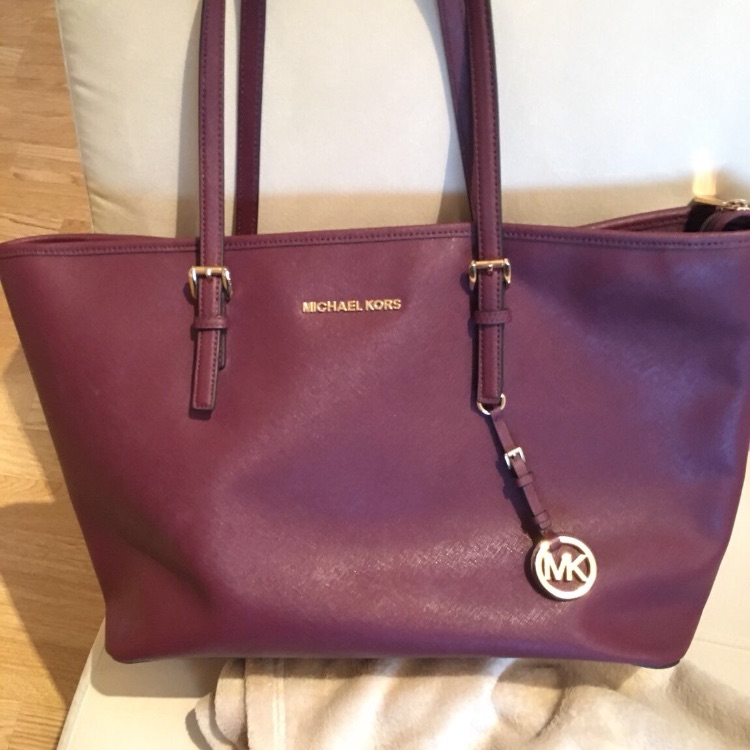 48f08232fbd551 Michael Kors Jet Set - Plum | Village