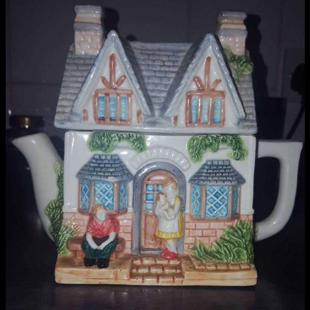 Vintage Leonardo Teapot