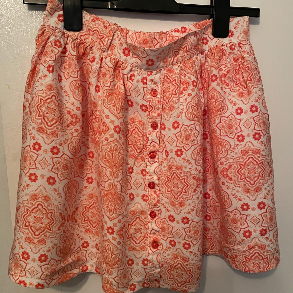 Girls lovely skirt age 12-13