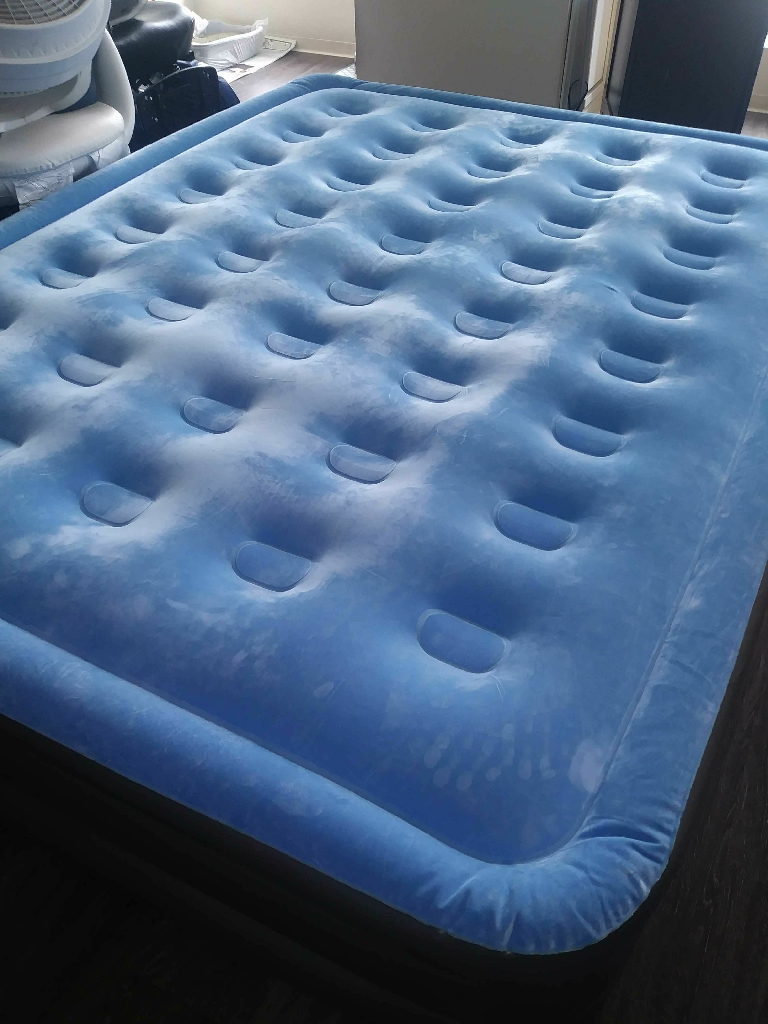 Queen size air matress with pump