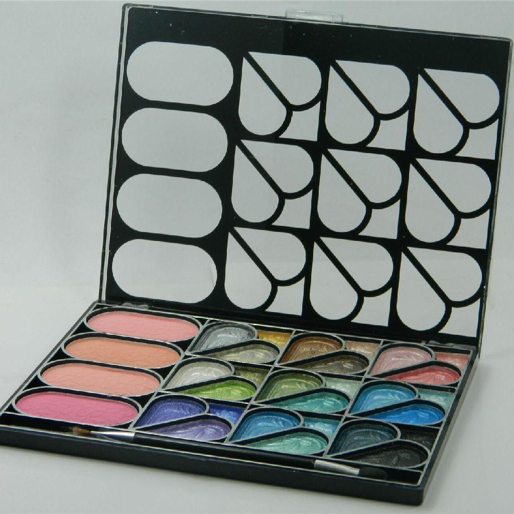 La Femme Eyeshadow and Blush palette