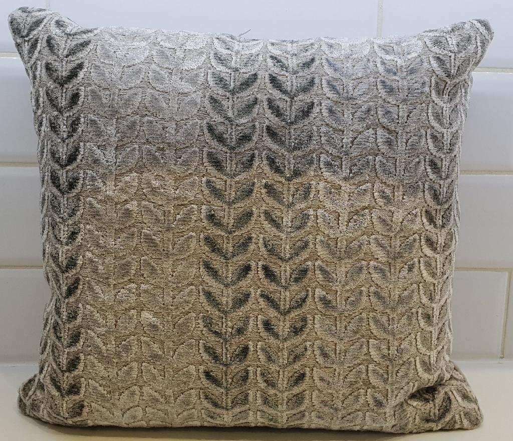 Cushion and 4 chair cushions set