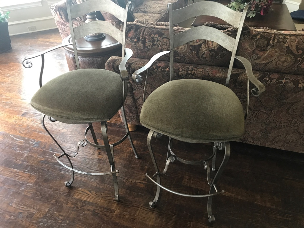 3 Swivel Barstools (Bar Height)
