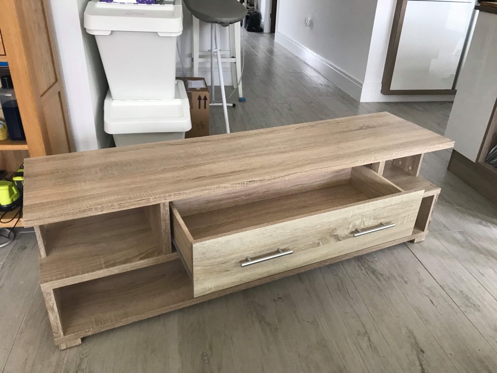 Free! Light wood effect TV unit