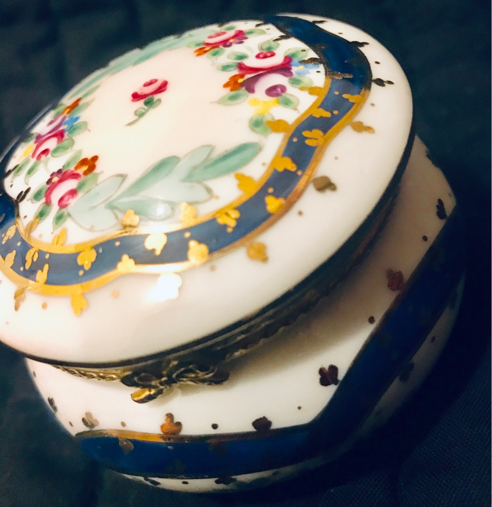 Royal Danube #1886 Porcelain jewelry box