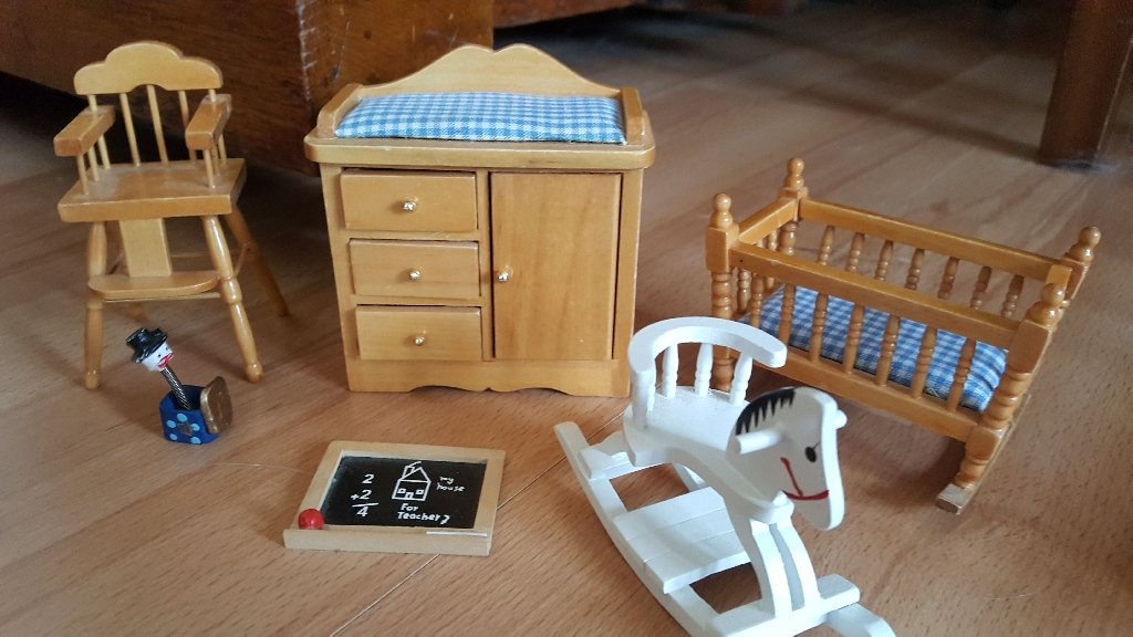 Stunning DOLLS House furniture
