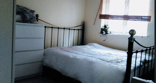Double Room Available To Rent ... £700 per month, Bills included... Great Location E14