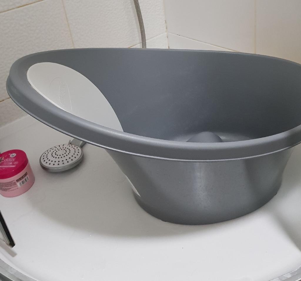 Shnuggle baby bathtub