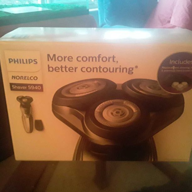 Philips norelco 5940 brand new 3 head shaver