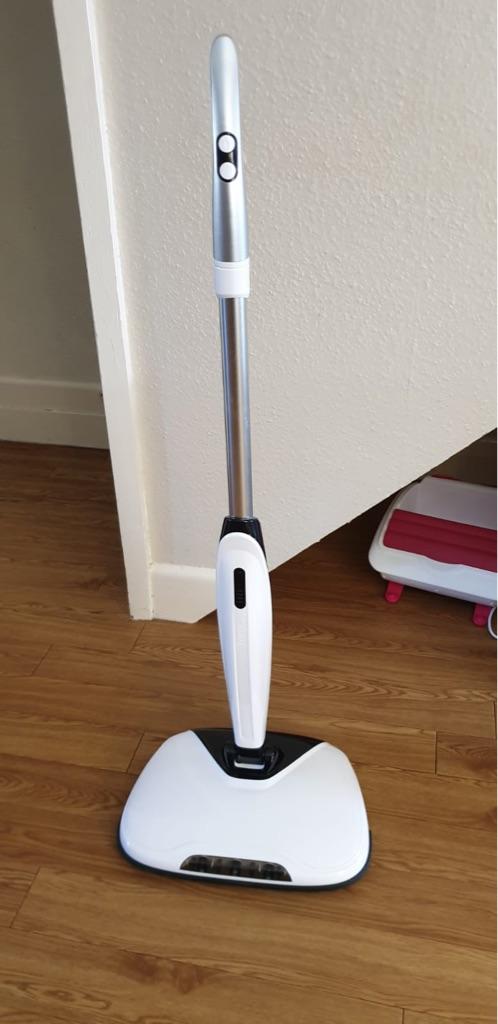 Rechargeable floor scrubber