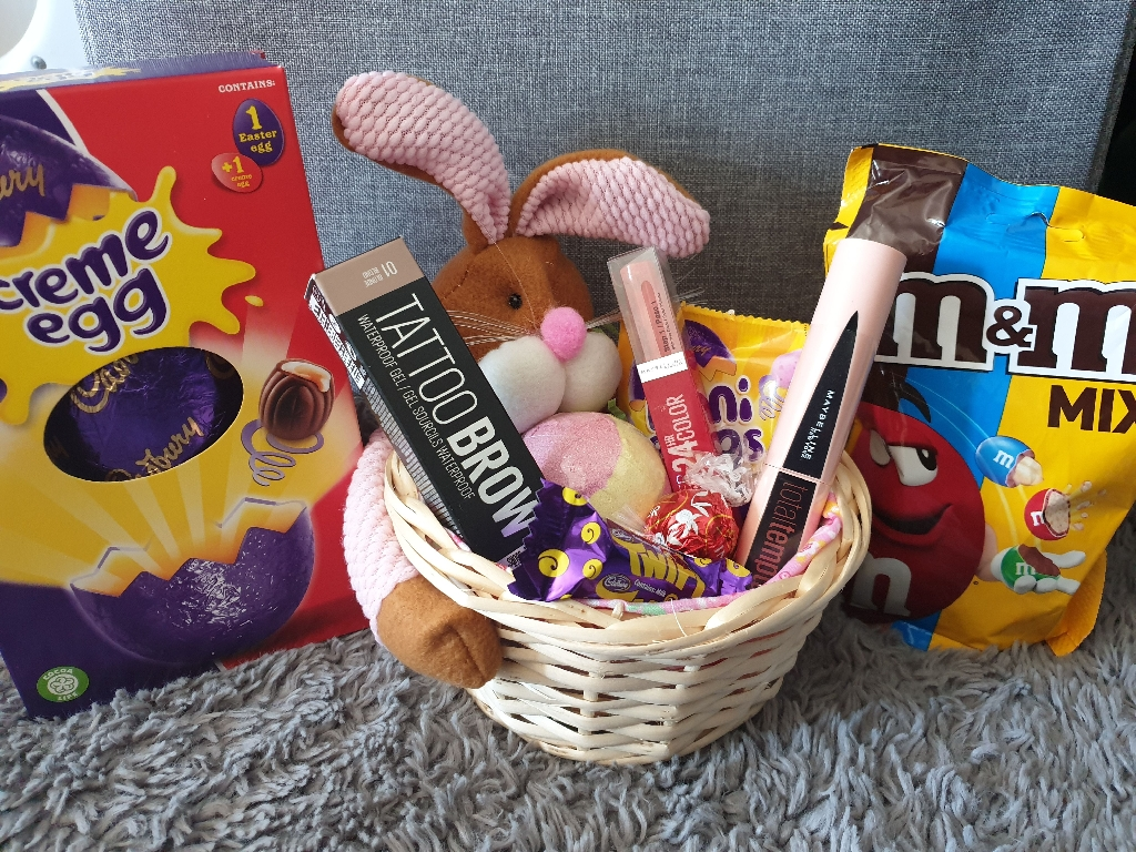 Make up Easter hampers