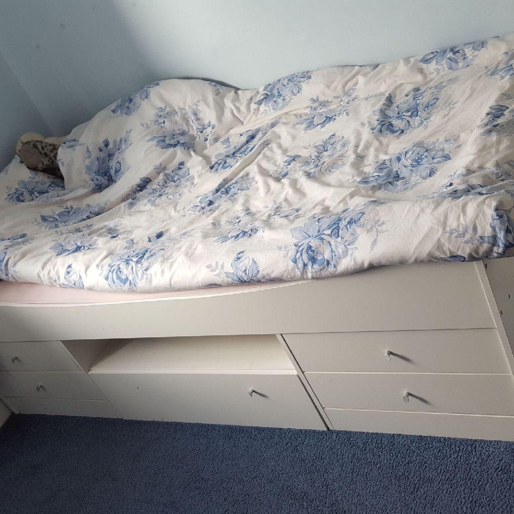 Single box bed with mattress