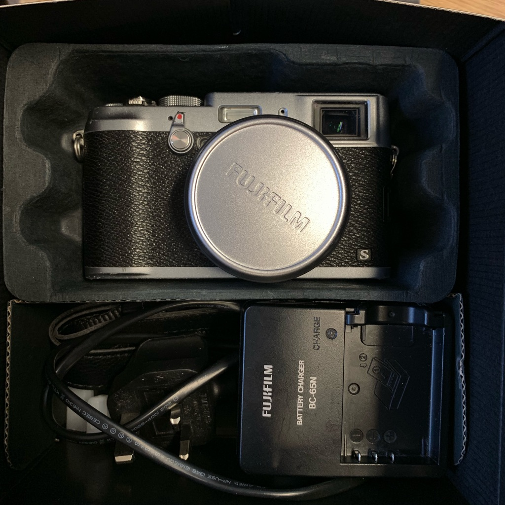 Fujifilm x-100s used with excellent condition