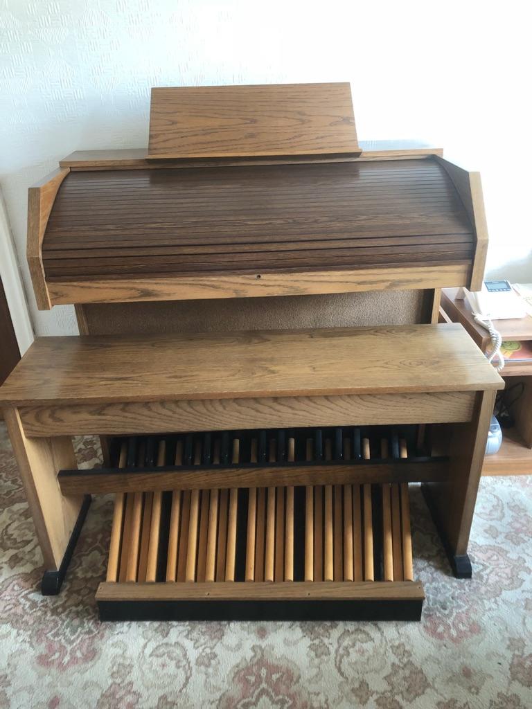 Viscount Classic 450 electric organ