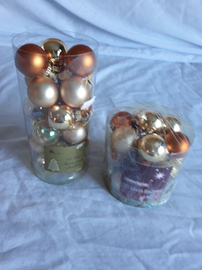 2 packs of gold baubles