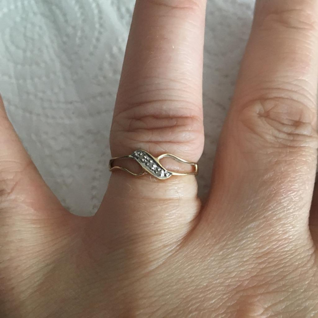 9 ct Gold Rings With 3 Diamonds