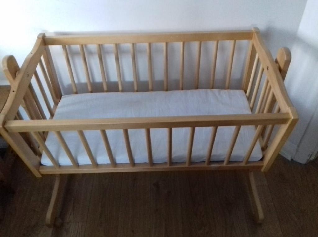 baby crib on wheels