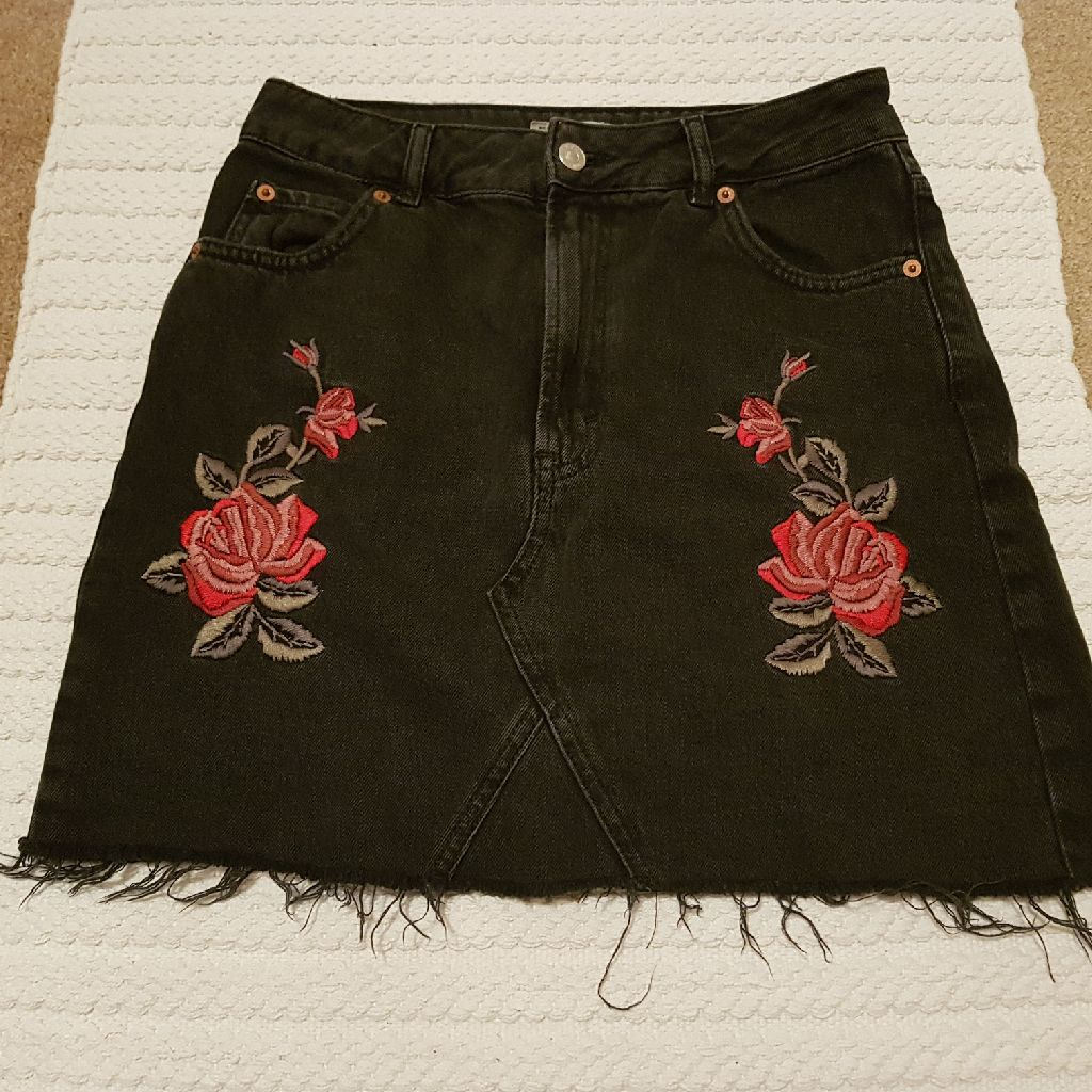 TOPSHOP Denim rose mini skirt size 10