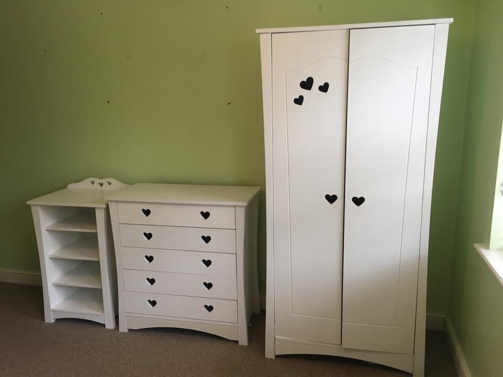 White kids bedroom furniture