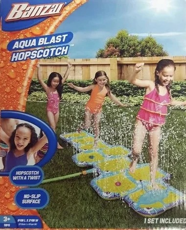 INFLATABLE WATER SPRINKLING HOPSCOTCH GAME