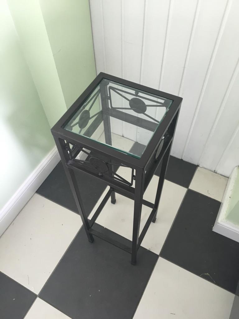 BLACK METAL BEDSIDE TABLE