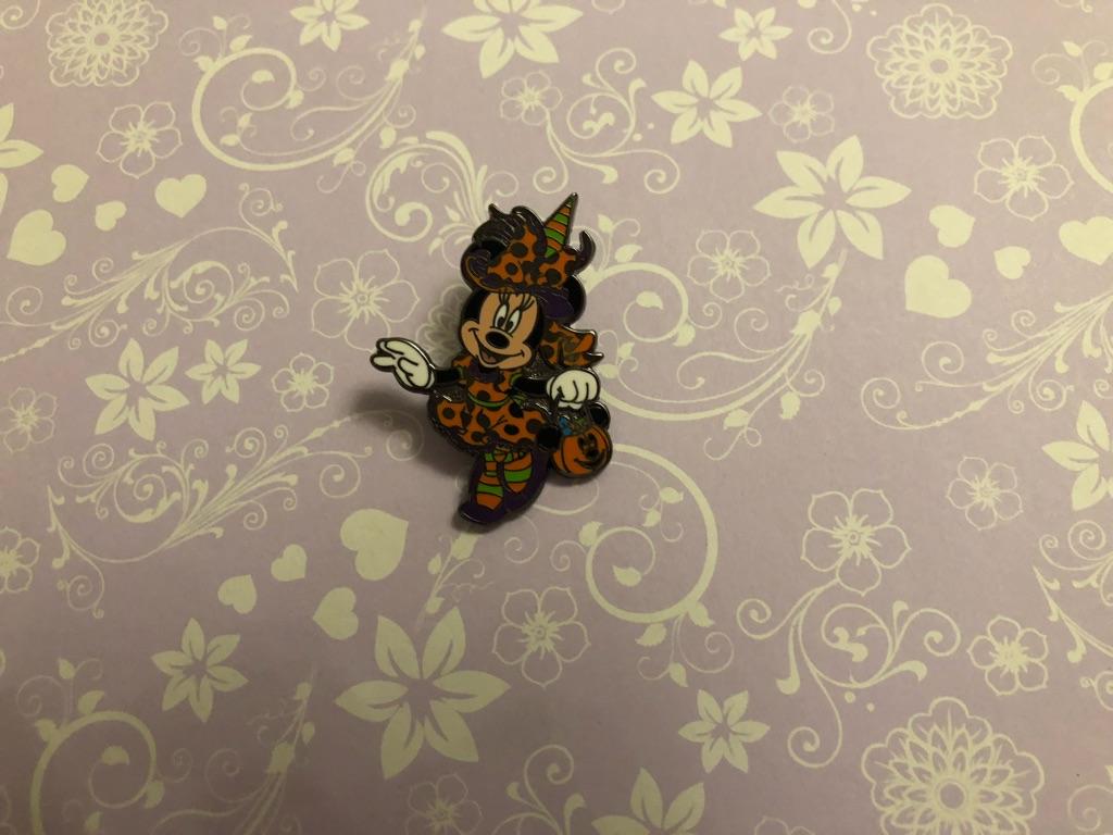 Disney Halloween Minnie pin