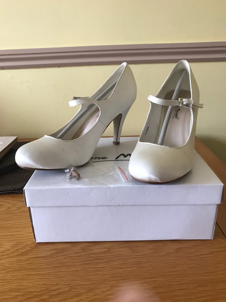 Ivory shoes size 6