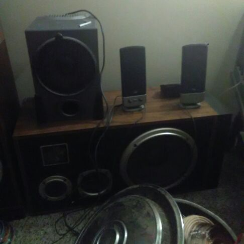 Mini surround speakers highs and bass