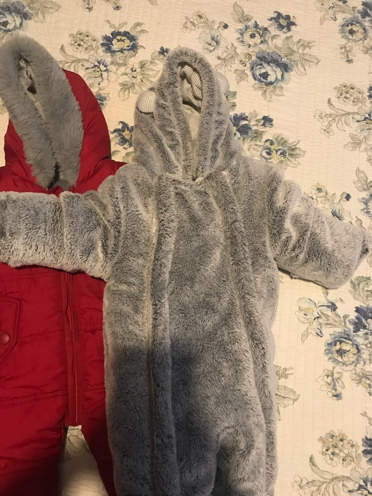 Baby's snow suits 0-3