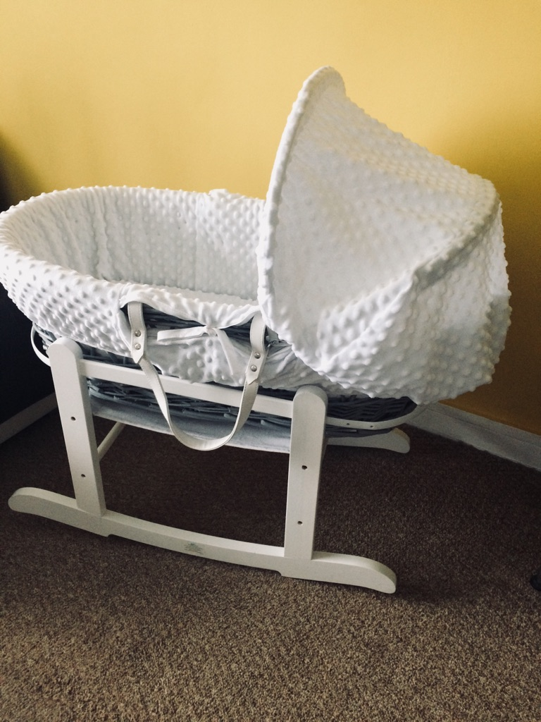 Baby grey white mosses basket with stand, mattress and 2 sheets