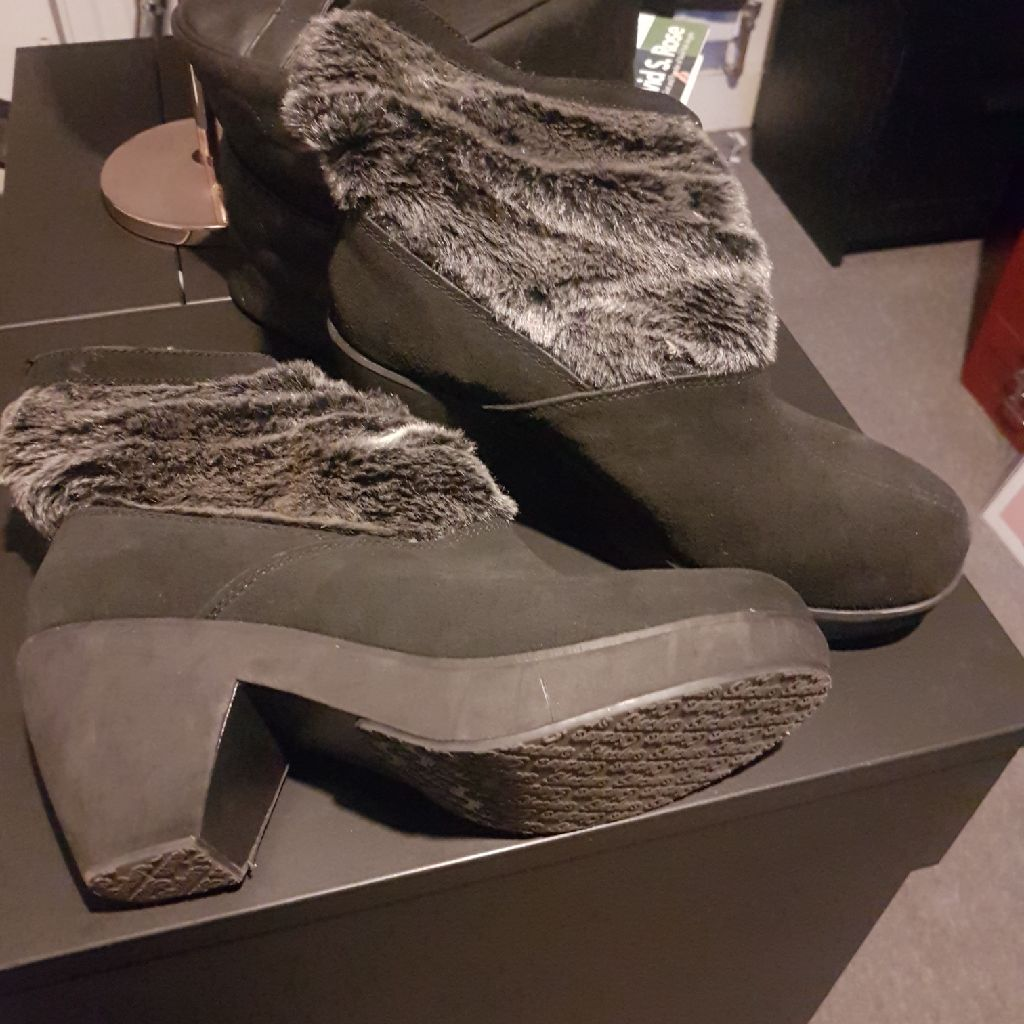 Size 8 Sketchers womens winter boots