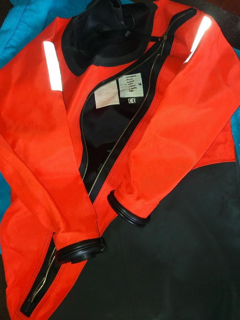 scuba gear will split