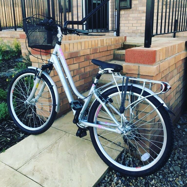 Ladies Raleigh Voyager Hybrid bike