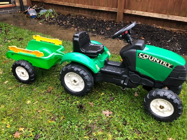 Great condition green ride on tractor