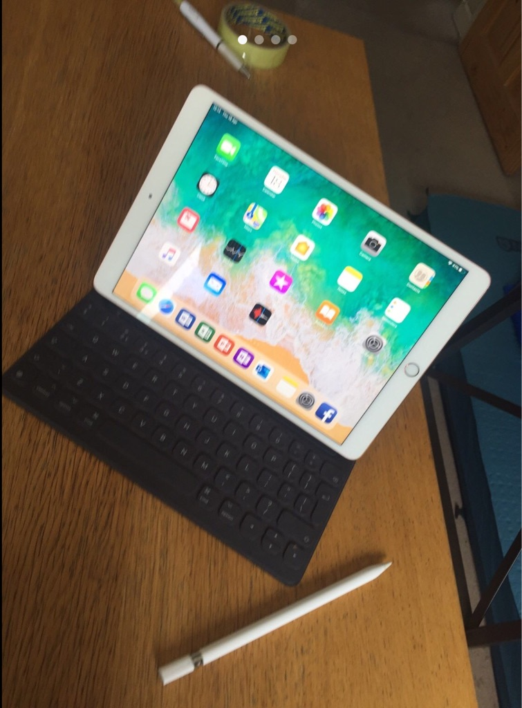 iPad Pro, Smart Keyboard and apple pencil