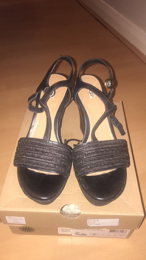 Ladies size 5 wedge sandals