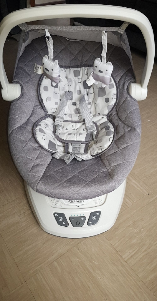 Graco Baby Bouncer Plays Music And Vibrates And Does Alot More Its In New Condition
