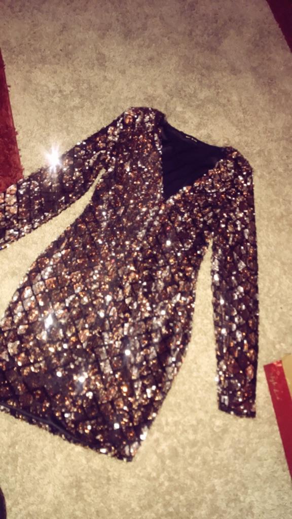 Beige and black glittered v-neck long-sleeved dress