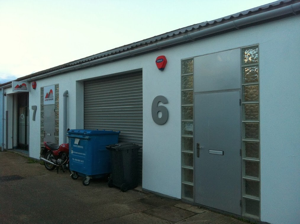 BOREHAMWOOD WAREHOUSE TO RENT 2000 SQ FT