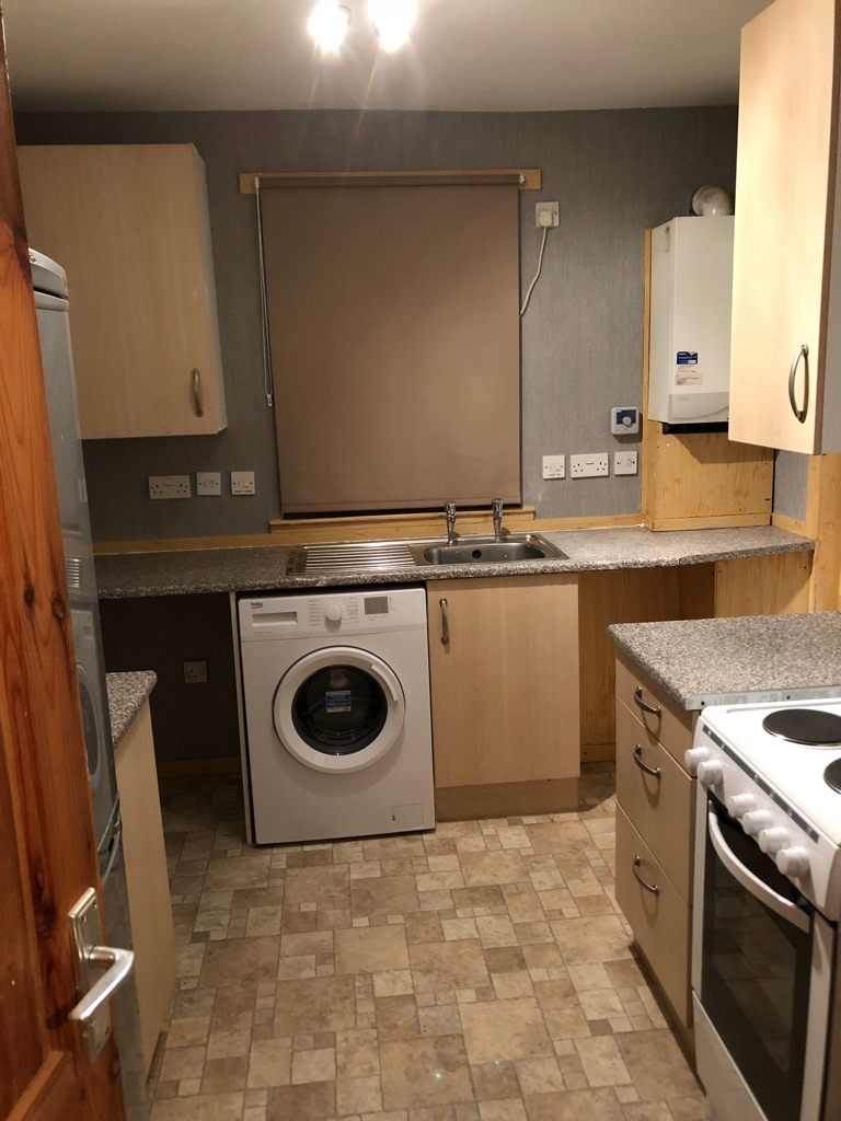 2 bed flat to rent AB16 area