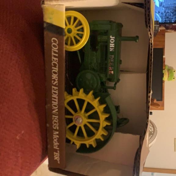 John Deere 1935 model rr die cast tractor 1/16 scale