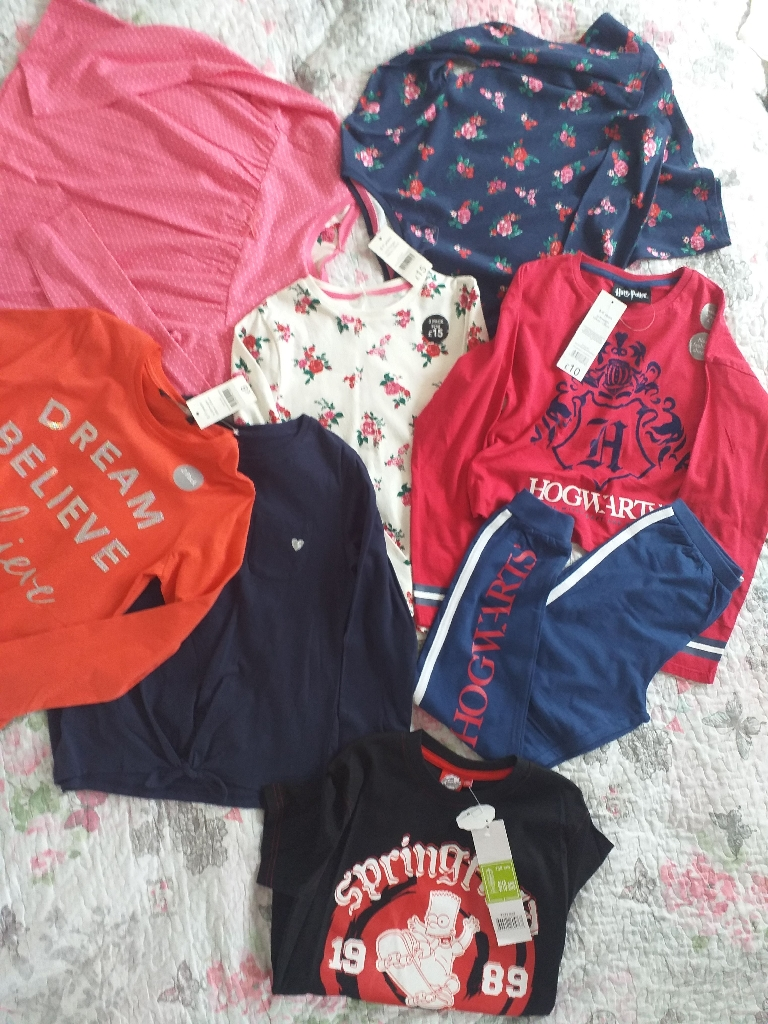 Bundle clothes girl 8-9 years.  New with tags.