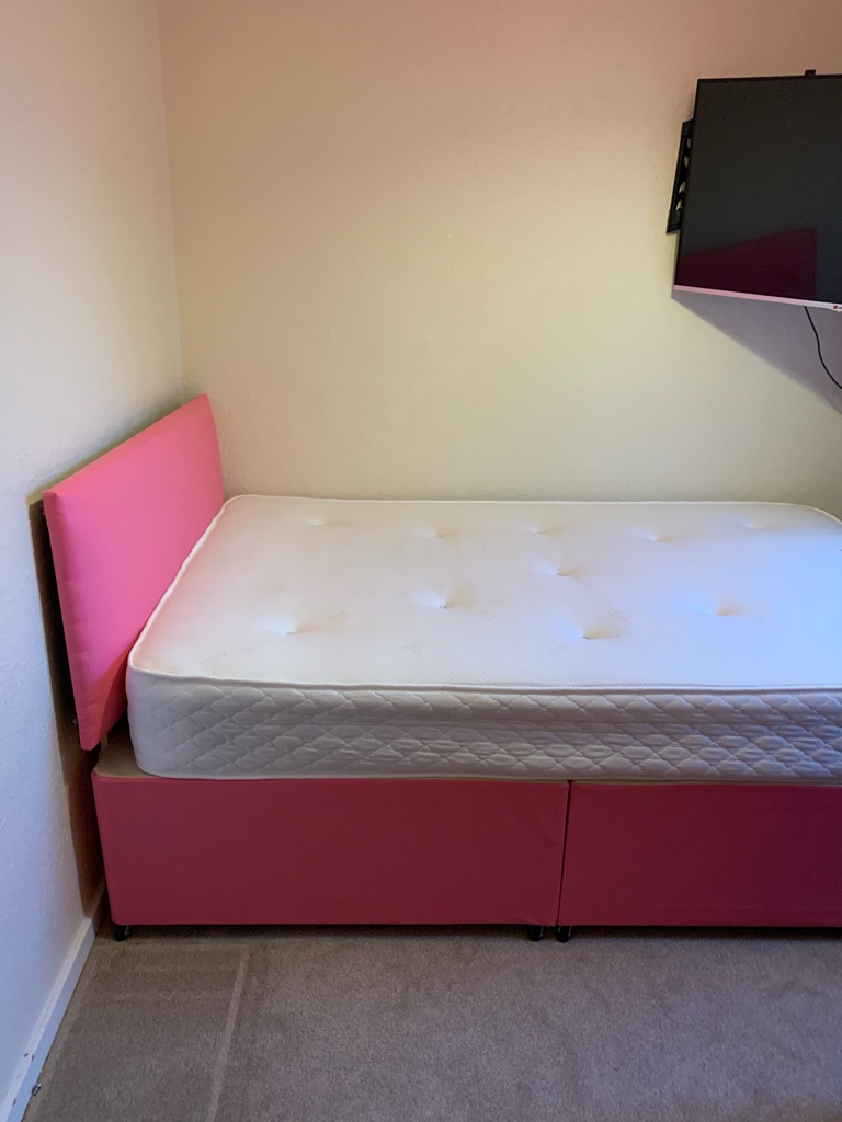 4ft pink double divan Bed, like new