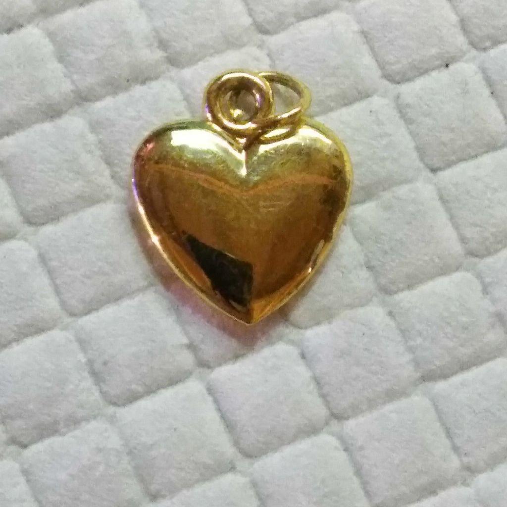 Goldtone puffed heart charm