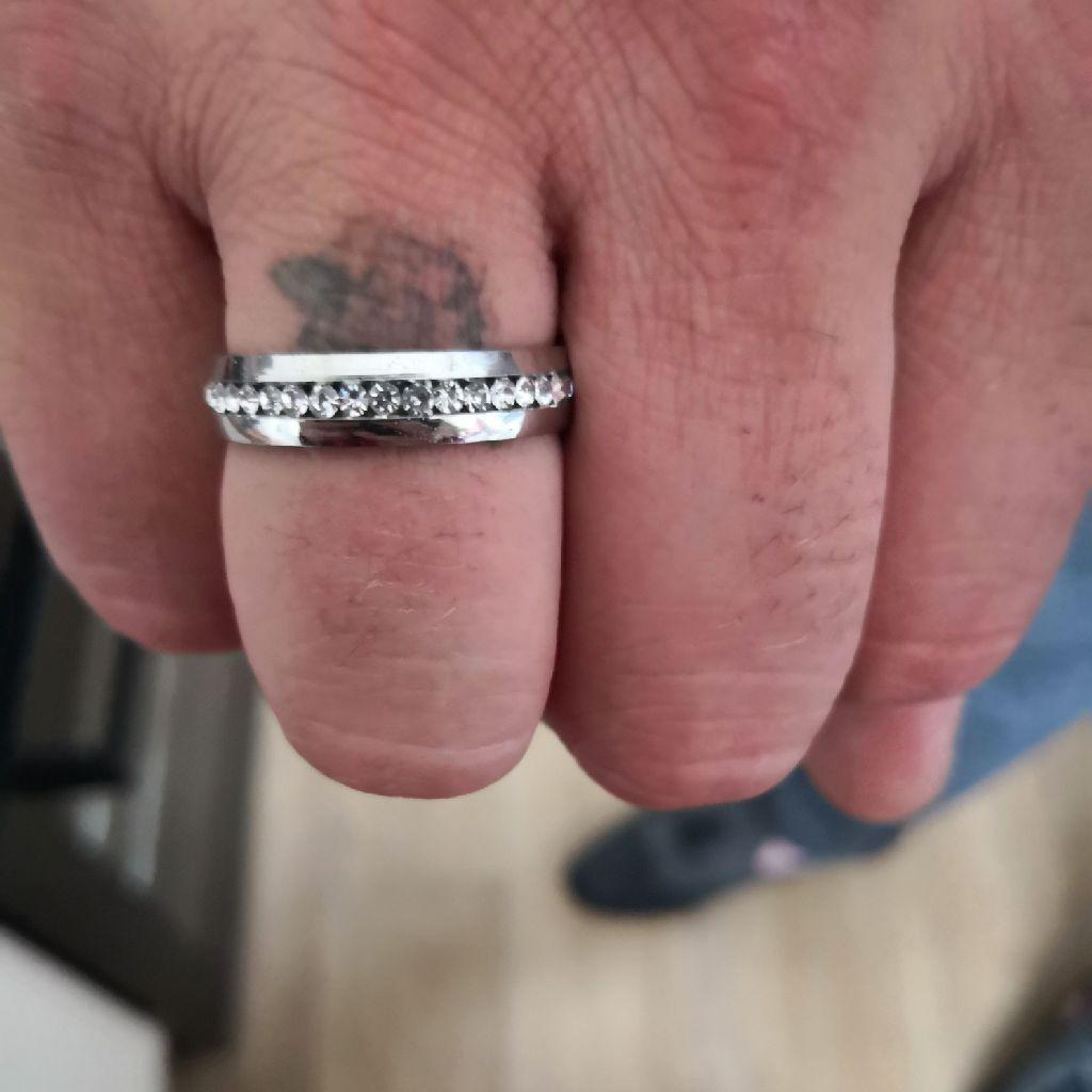 Men's band ring