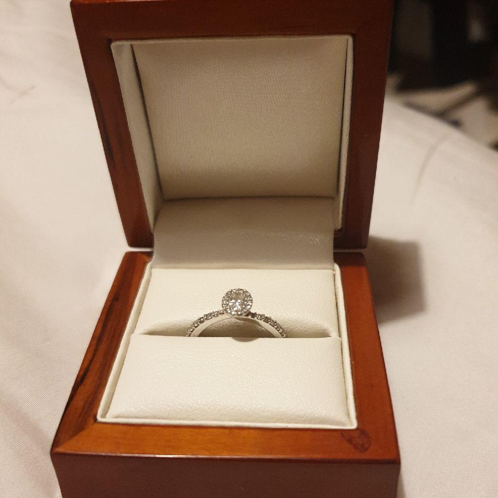 Engagement ring 9 carot white gold diamond size k